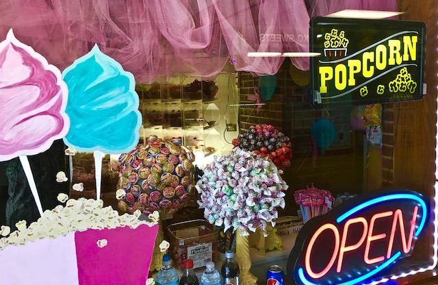 We all scream for ice cream and the place to do it best on the Riviera Pier is right down at the end, before you get on one of Gage Marine's boats. Nina's Popcorn Shop The photo says it all...